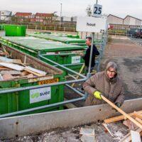 Gemeente stuit om de haverklap op gedumpt vuil, daarom verlengt Alphen proef met gratis ophalen grofvuil