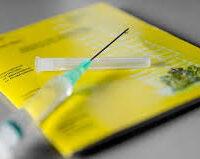 Vanaf vandaag zetten alle GGD's coronastempel in het gele boekje